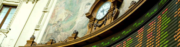 Reloj en edificio antiguo